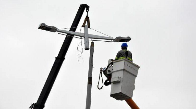 Prefeitura de Caraguá programa em setembro a instalação de 5 mil luminárias de LED em 15 bairros