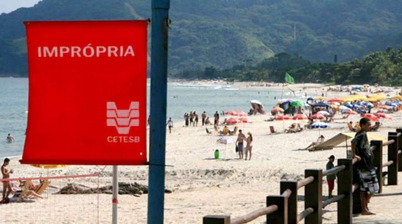 """Longe do glamour, Maresias sofre com poluição e praia é classificada como """"imprópria"""""""